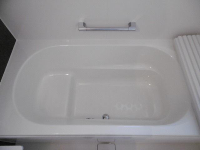 広々とした浴槽です
