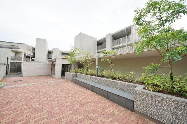 約6.5帖の洋室です。収納もあり、お部屋も広々使えます。