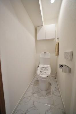 お手洗いには温水洗浄便座付きです。