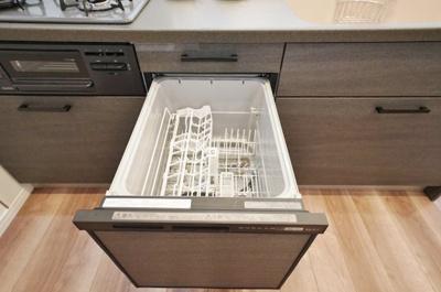 食洗機付きのシステムキッチンで家事の負担も軽減。