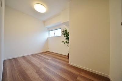 約4.5帖の洋室です。全室窓があり換気良好です。
