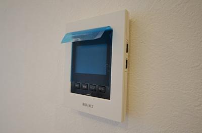 訪問者の顔を確認することができるTVモニター付きインターホン。
