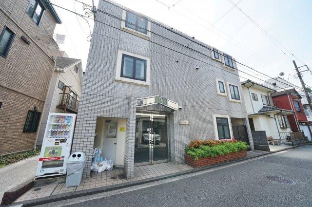 京急本線「戸部」駅より徒歩約5分の立地です。
