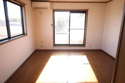 広々居室 8帖◎角部屋なので東からも日差