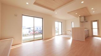 昭和町築地新居2号棟区画図・駐車スペース4台可能・南東角地