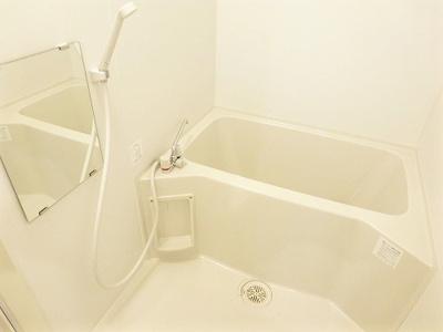 広いお風呂は疲れも癒されますね♪