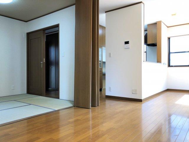 リビング横には和室があります。