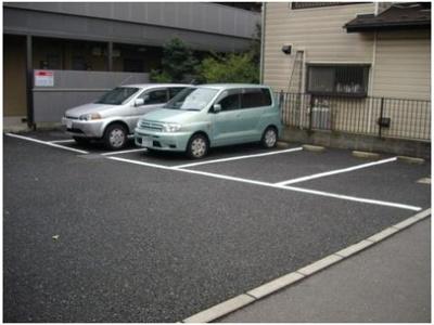 【駐車場】ラシーヌ
