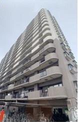 平成11年築、鉄筋コンクリート造15階建てマンションの4階部分のお部屋です。オートロック付きで安心の生活を◎ おしゃれなリフォームでこれからの新生活も心弾みます♪