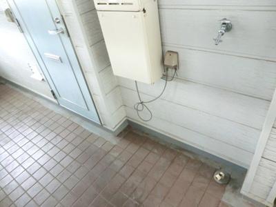 ☆玄関ドア横に洗濯機置場あります。☆