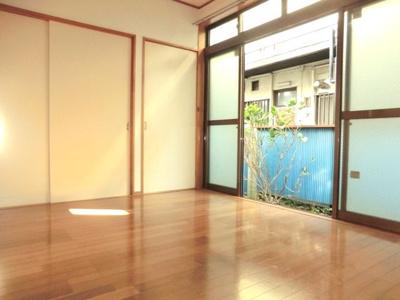 ☆南向きで日当たり良好!6帖の洋室です。☆