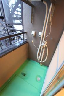 洗濯機置場はバルコニーとなります