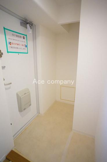 玄関ホール:シューズボックスや、ベビーカーを置くスペース確保できます♪