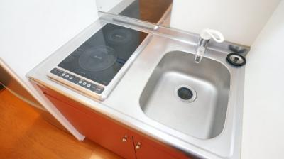 コンパクトなキッチンで掃除ラクラク。