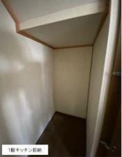 1階キッチン収納です