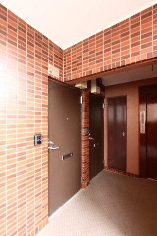 エレベーター完備のマンションですが、万が一停電時等にも2階のお部屋でしたら階段の昇り降りもスムーズにできそうで嬉しいですね。