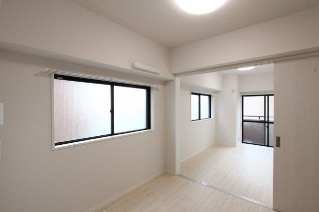 LDKと洋室をつなげて一体利用するのも良いですね。広くお使い頂ける室内、ぜひ現地にてご覧になってみて下さい。お客様のご都合にあわせて、ご案内させていただきます。