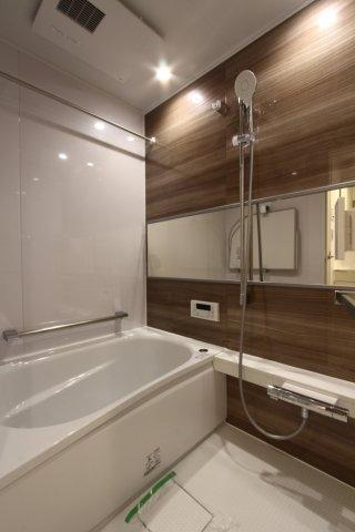 新規交換リフォーム済のユニットバスが嬉しいですね◎ 1日の終わり、大切な安らぎのバスタイムをお過ごし頂ける、素敵なお風呂ですよ。