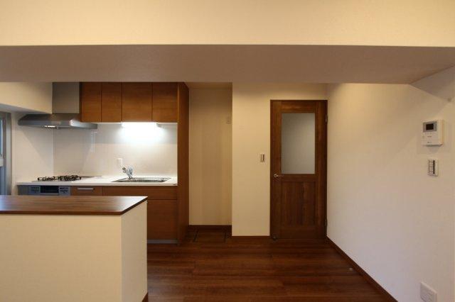 居室3部屋を南側に配置し、居心地の良いプライベート空間に◎ LDKは広々15.5帖ございます♪ 充実内容のリフォームが完了いたしました!ぜひ現地にてご内見下さいませ!