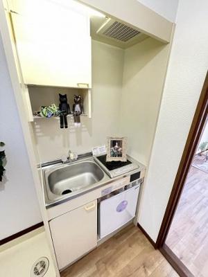 キッチンは1口IHクッキングヒーター♪IHは火を使わないので安心なうえ、お掃除もラクラク♪自炊生活で楽しく健康に!