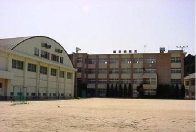 今治市立桜井中学校まで2500m