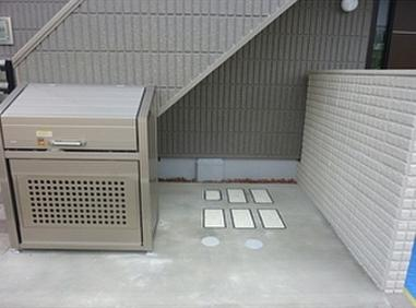 敷地内ごみ置き場。