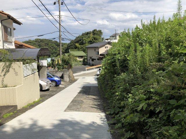 交通量も少なく静かな住宅地です。