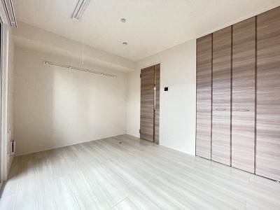 ※参考写真※クローゼットのある洋室6.1帖のお部屋です!お洋服の多い方もお部屋が片付いて快適に過ごせますね!