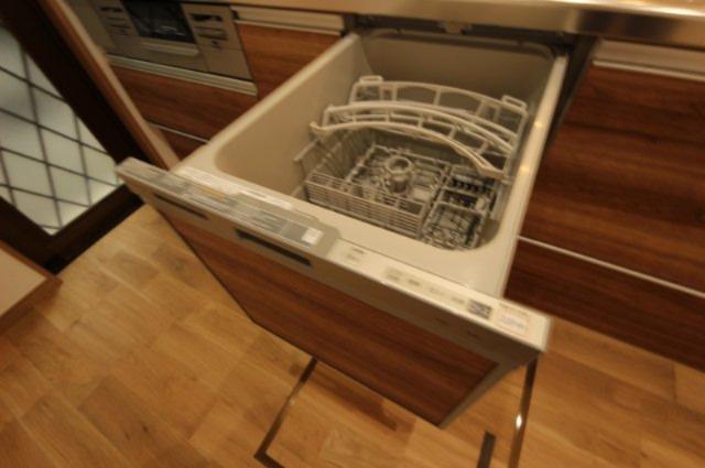 食器洗浄乾燥機も完備。