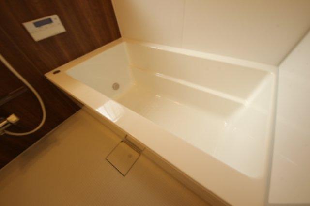 浴室は追い炊き機能付き。ゆったりと親子でくつろげます。