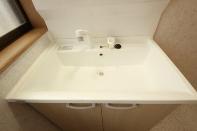 シャワー付き洗面化粧台はあるととっても便利です。