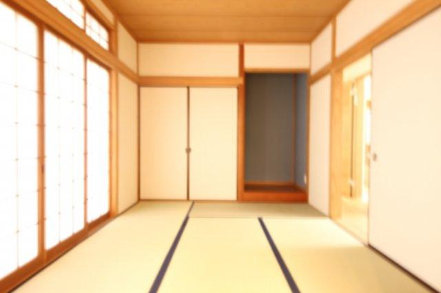 リビング横には6帖の床の間つき和室。やはり畳があると安心できます。