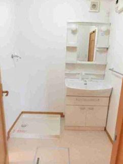 シャンプードレッサーと室内洗濯機置き場です