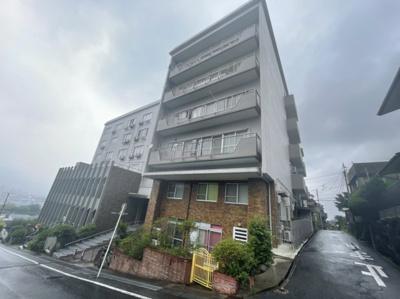 旧ホテルが分譲マンションになっています♪
