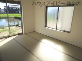 畳の上でゆっくりとくつろげる和室です。岐阜市東中島 新築建売全2棟 堂々完成です♪お車並列3台可能!可動棚付きシューズクローゼットあり!
