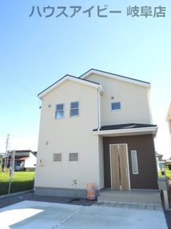 物件の外観です。岐阜市東中島 新築建売全2棟 堂々完成です♪お車並列3台可能!可動棚付きシューズクローゼットあり!