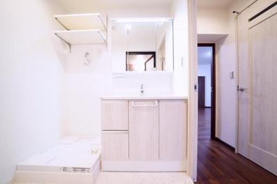 洗面化粧台・洗濯機防水パン新規交換済みです。