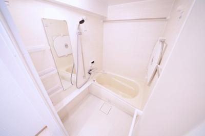 シャワーヘッド・水栓新規交換済みです。