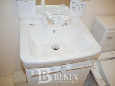 プレールドゥーク東新宿Ⅲの独立洗面台です