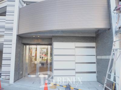 プレールドゥーク東新宿Ⅲのエントランスです