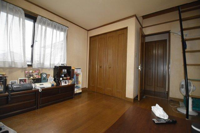 2階洋室8.51帖 小屋裏収納付き