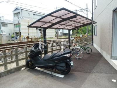 建物横の駐輪場