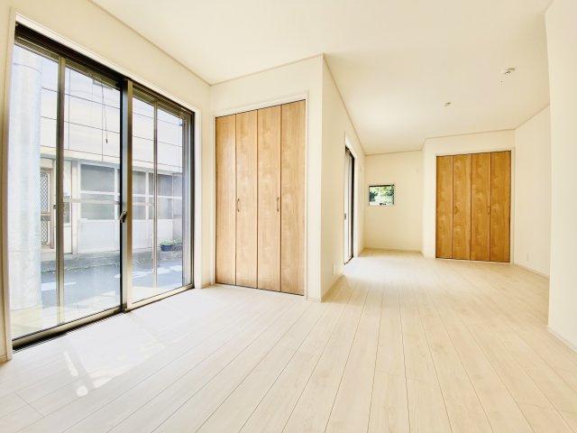 1階洋室はリフォームにて壁を設けることで、5LDKとしても利用可能なフレキシブル設計(1号棟)