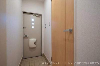 【玄関】リヨン B