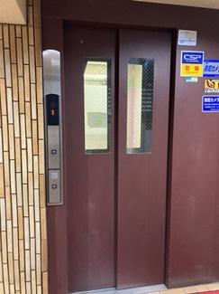 エレベーターもリニューアル済み