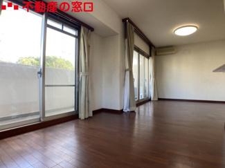 【居間・リビング】ロイヤルアーク明石東野町