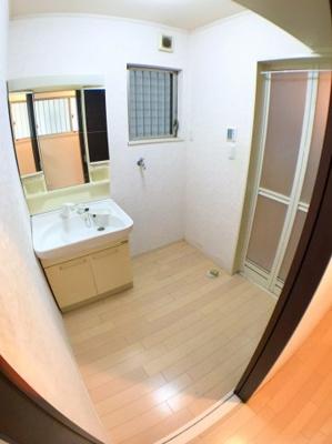 洗面所の写真です♪ 洗面スペースも約1帖分ございます♪