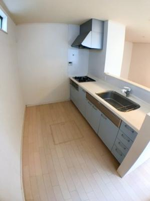 キッチンスペースの写真です♪ キッチンにも収納が多数ございます♪
