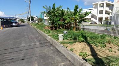 【前面道路含む現地写真】沖縄市大里売地