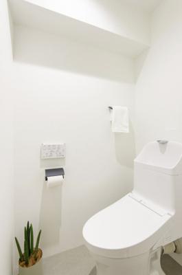 TOTO製洗浄便座付トイレを新規設置。お掃除の手間を減らしてくれる機能が充実したトイレです。